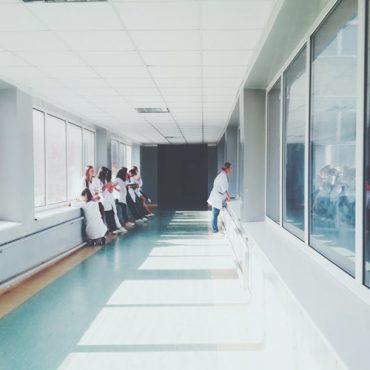 Medicina y atención a los enfermos